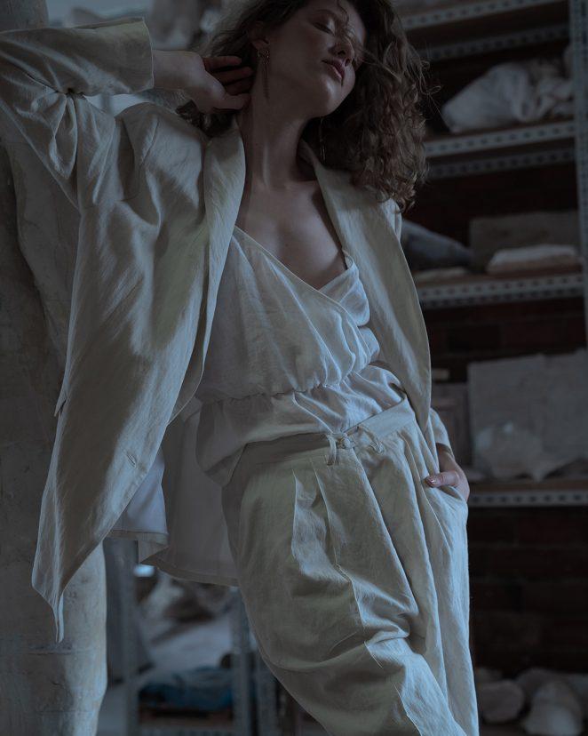8Modapolka Fafinska white suit5